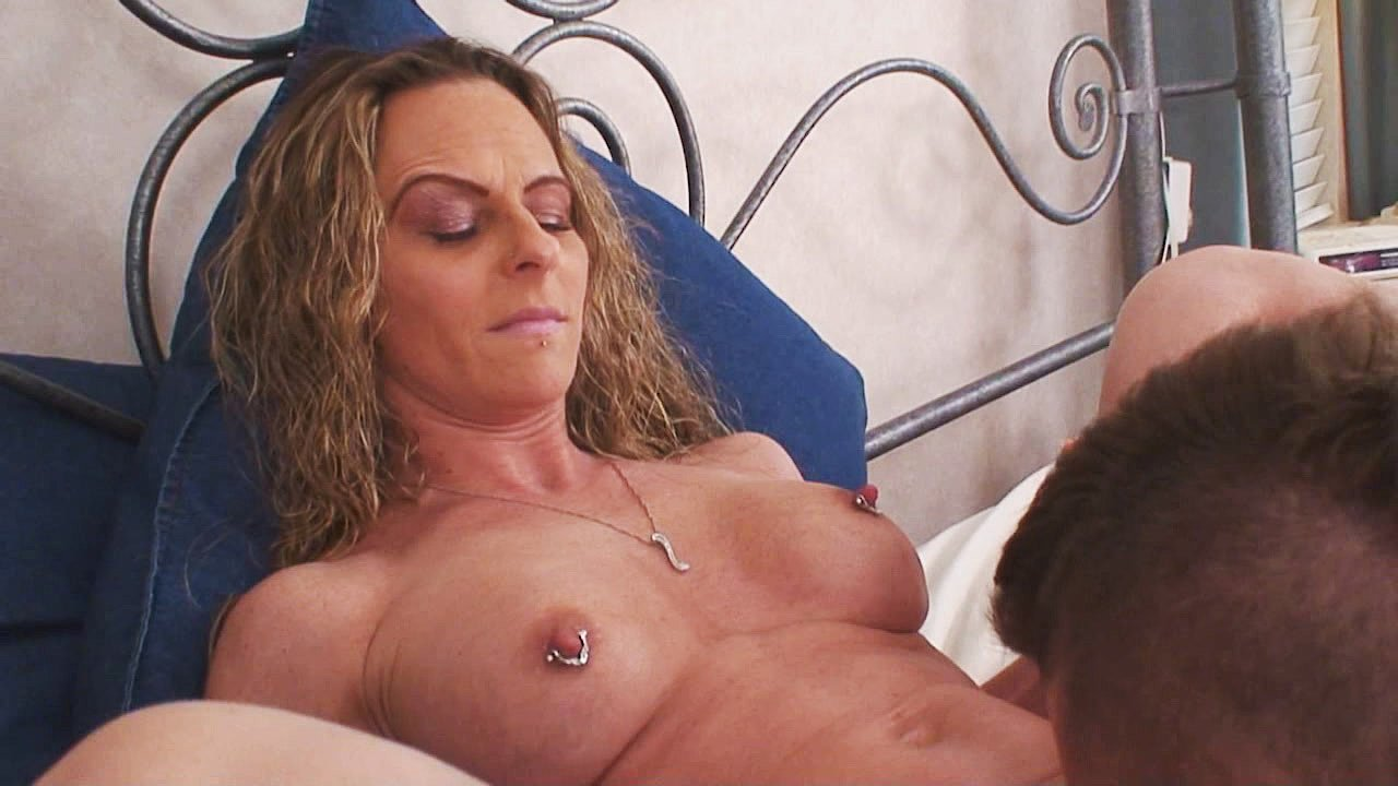 home-made-chrissy-blooms-shows-pussy-sex-tricked