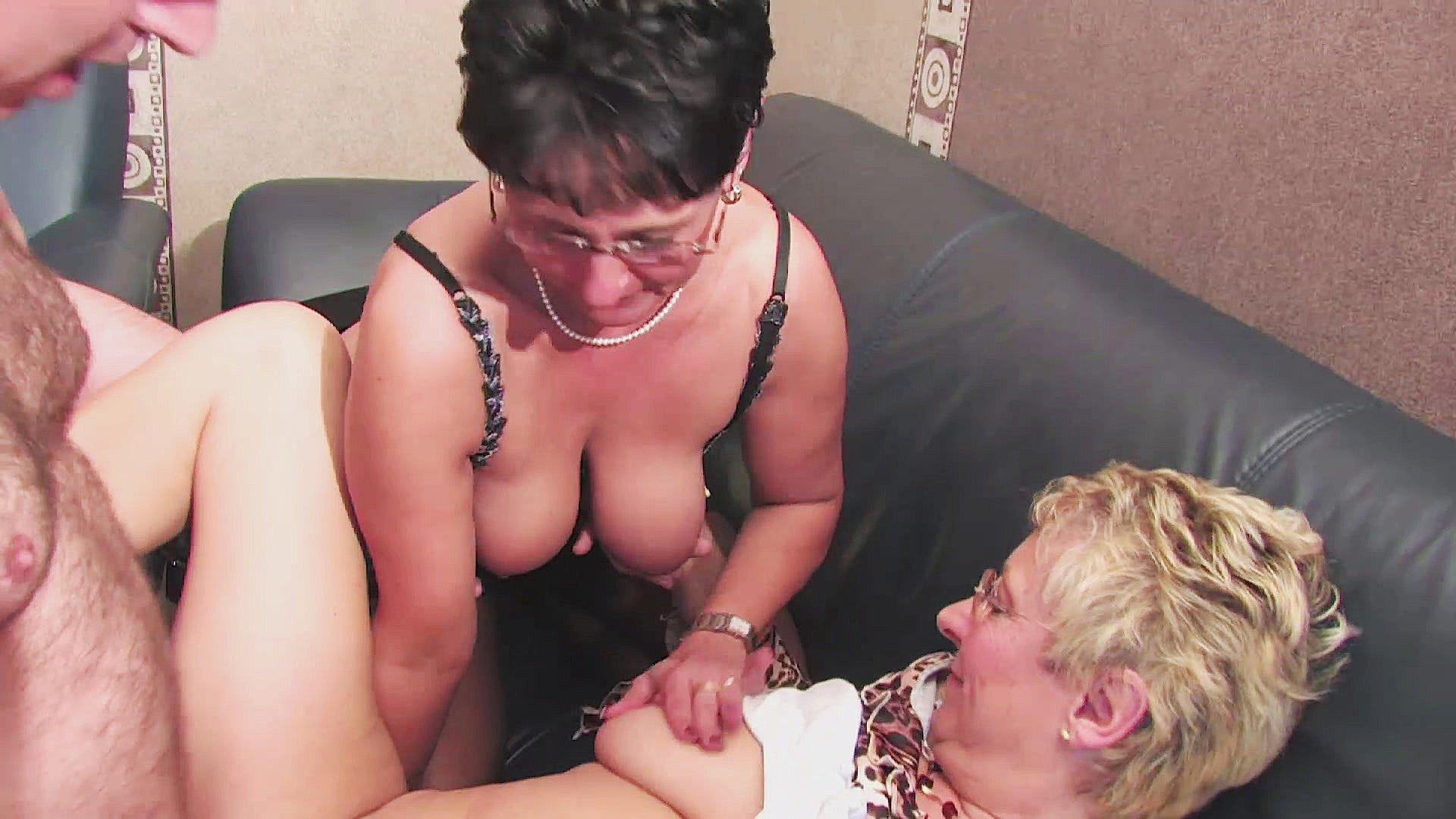 German Teen Licking Cunts