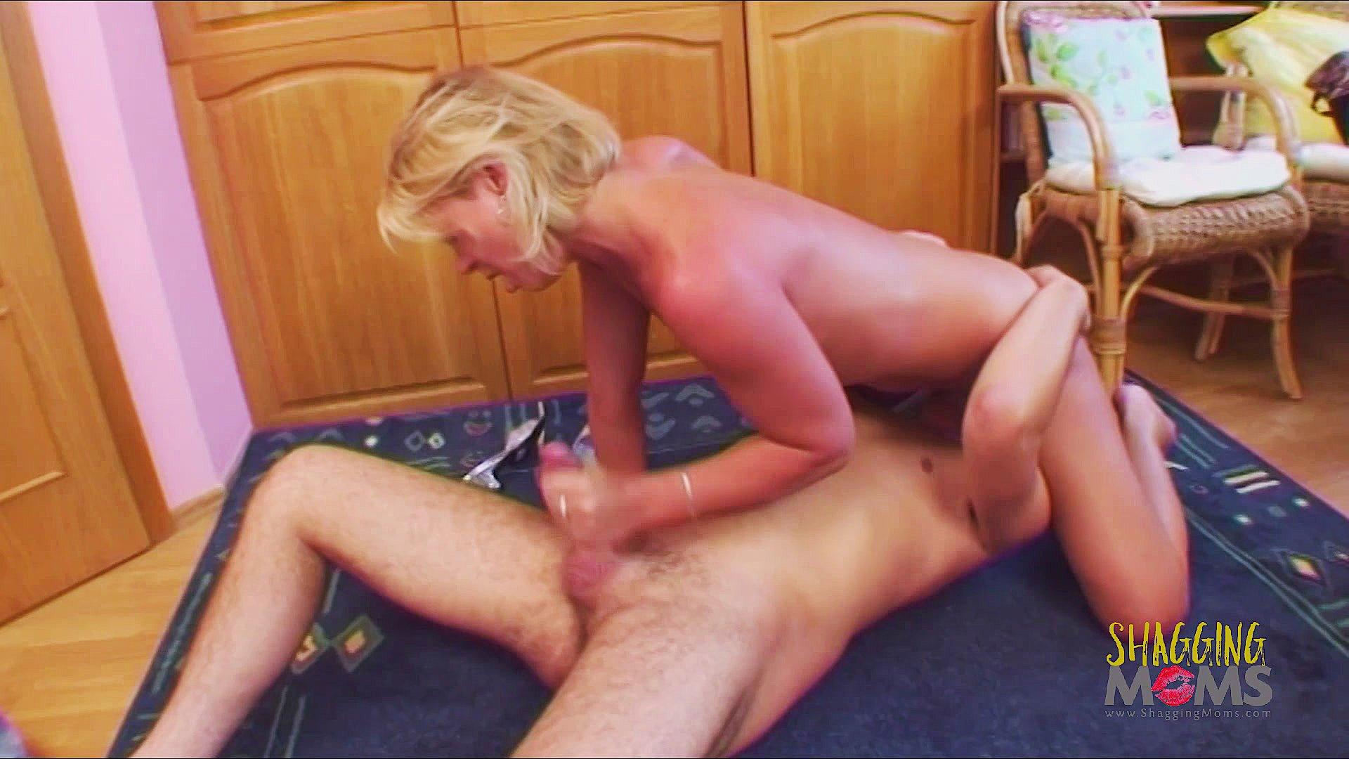 sex video Nude girl on knees