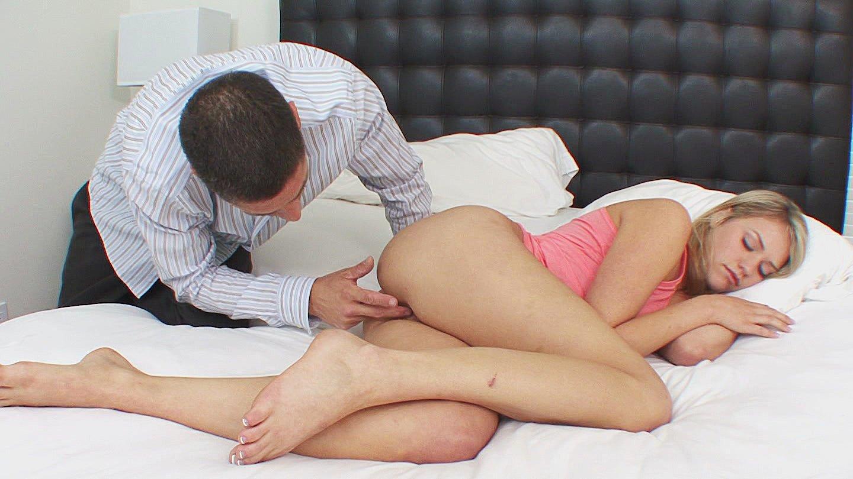 Пошла спать а муж еще пил порно