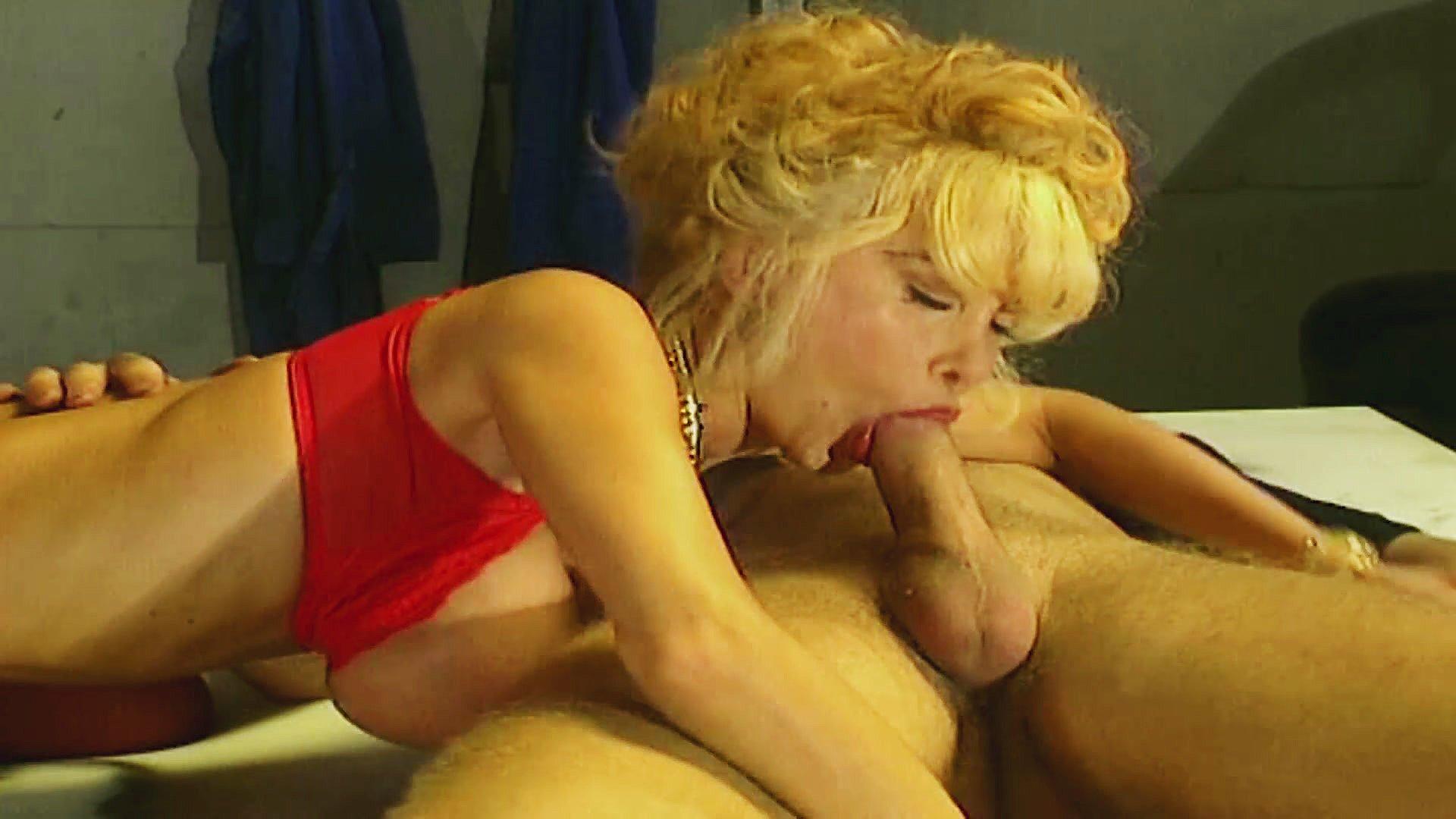xxx pics Sudbury girl shows tits