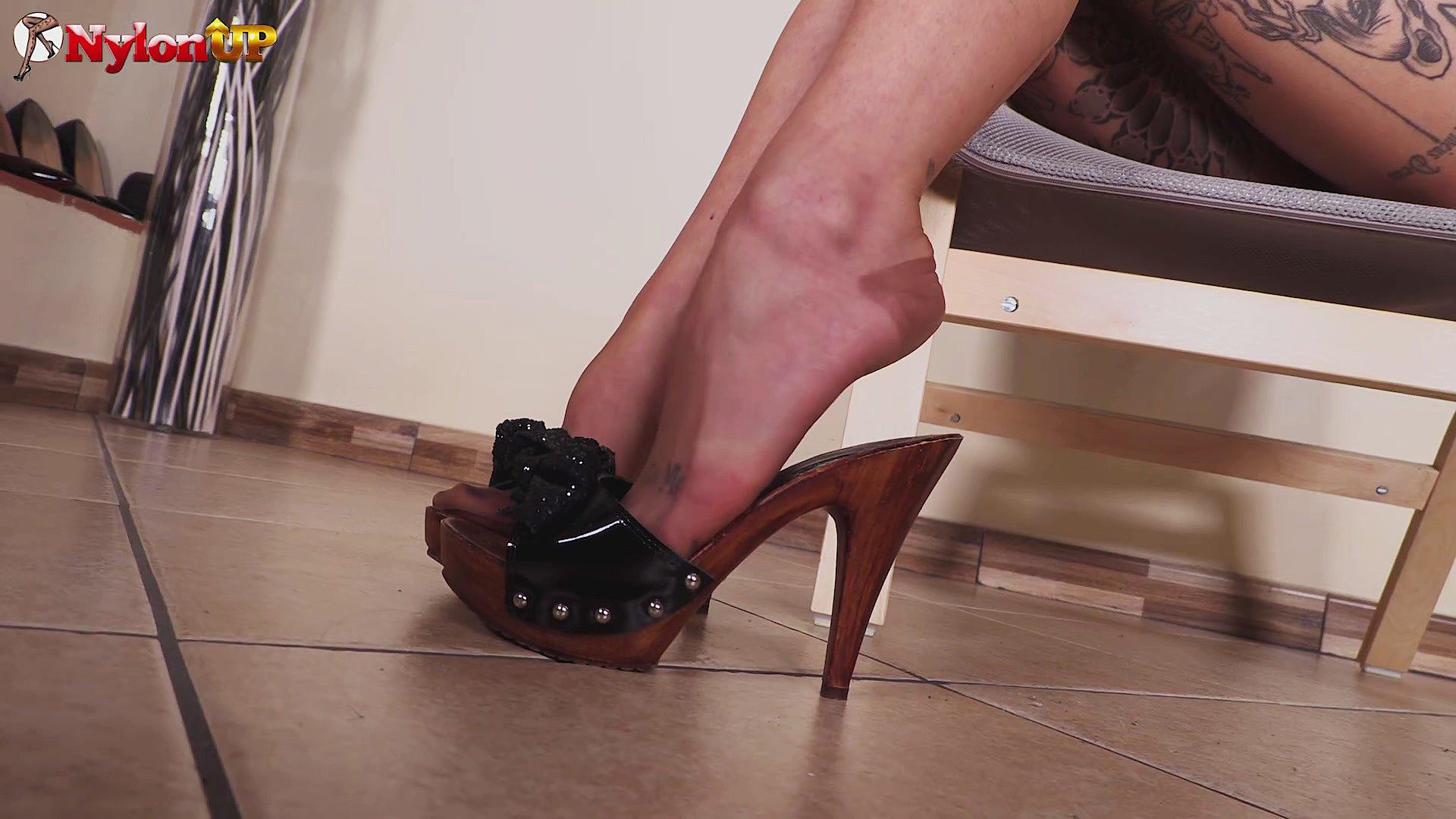 pantyhose pics Italian