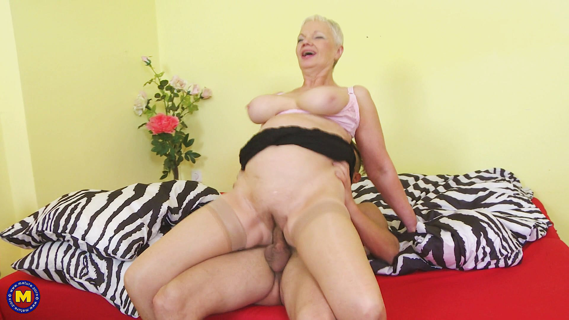 Older Big-Boobed Blonde In Stockings Gets Tits Creampie -4470